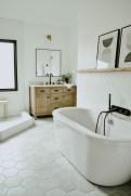 Comfy Farmhouse Wooden Bathroom Design Ideas 25