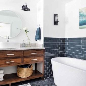 Comfy Farmhouse Wooden Bathroom Design Ideas 29