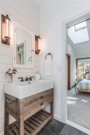 Comfy Farmhouse Wooden Bathroom Design Ideas 36