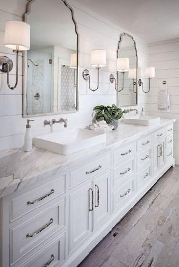 Comfy Farmhouse Wooden Bathroom Design Ideas 48