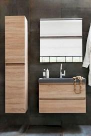 Comfy Farmhouse Wooden Bathroom Design Ideas 54