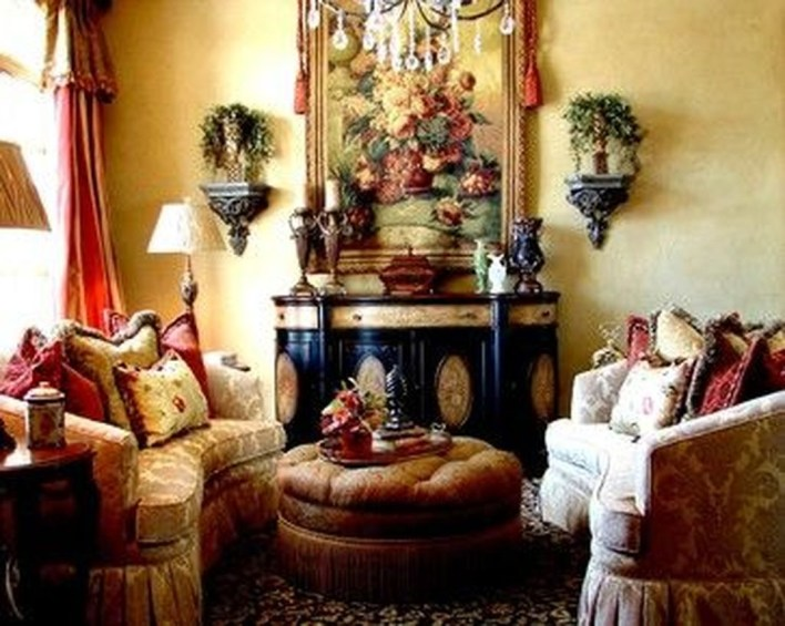 Luxury European Living Room Decor Ideas With Tuscan Style 34