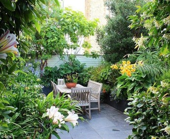 Stunning Small Patio Garden Decorating Ideas 24