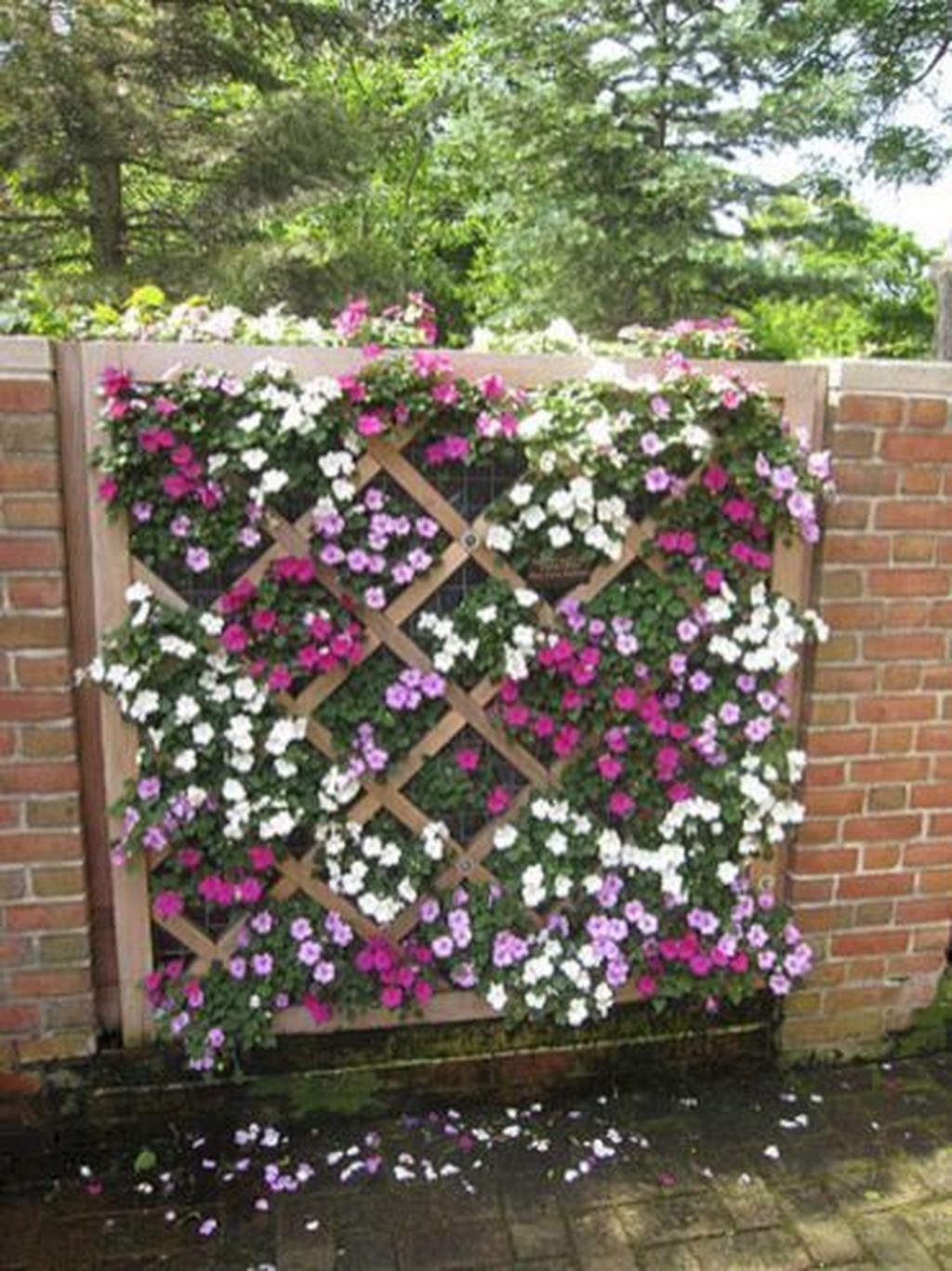 Stunning Small Patio Garden Decorating Ideas 44