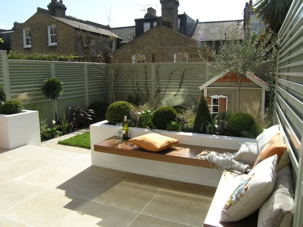 Stunning Small Patio Garden Decorating Ideas 48