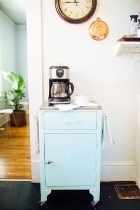 Wonderful Apartment Coffee Bar Cart Ideas 31