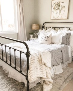 Elegant Farmhouse Decor Ideas For Bedroom 14