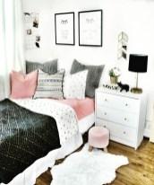 Elegant Farmhouse Decor Ideas For Bedroom 28