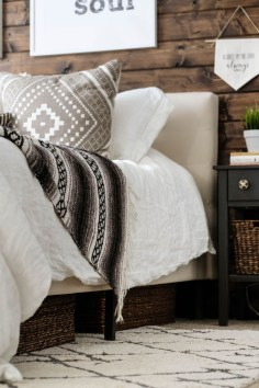 Elegant Farmhouse Decor Ideas For Bedroom 48