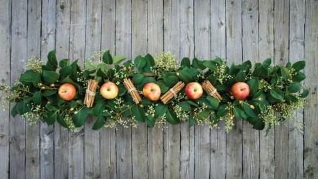 Incredible Autumn Decorating Ideas For Backyard 08