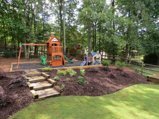 Incredible Autumn Decorating Ideas For Backyard 15