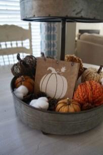 Incredible Autumn Decorating Ideas For Backyard 36