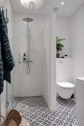 Unusual Small Bathroom Design Ideas 44