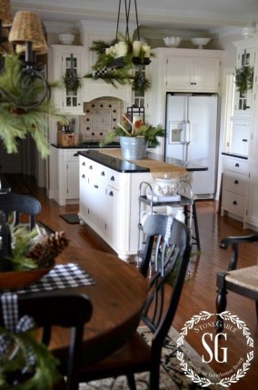 Cool Traditional Farmhouse Decor Ideas For House 17