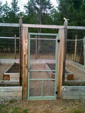 Cute Garden Fences Walls Ideas 02
