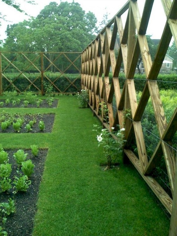 Cute Garden Fences Walls Ideas 14