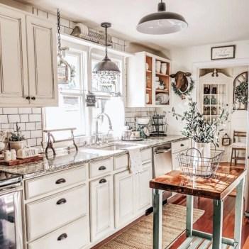 Fabulous White Farmhouse Design Ideas 18