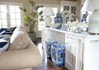 Fancy Living Room Decor Ideas With Ginger Jar Lamps 44