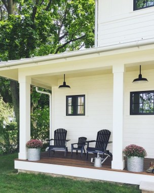 Fascinating Farmhouse Porch Decor Ideas 32