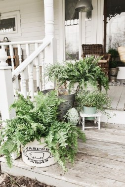 Fascinating Farmhouse Porch Decor Ideas 34