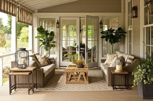 Fascinating Farmhouse Porch Decor Ideas 45