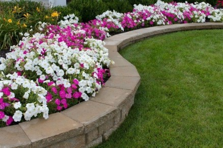 Gorgeous Front Yard Retaining Wall Ideas For Front House 39