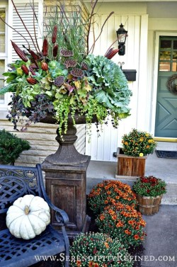 Incredible Autumn Decorating Ideas For Backyard 07