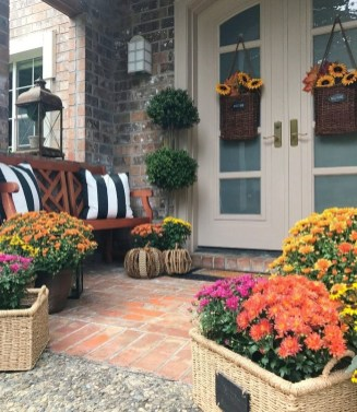 Incredible Autumn Decorating Ideas For Backyard 08