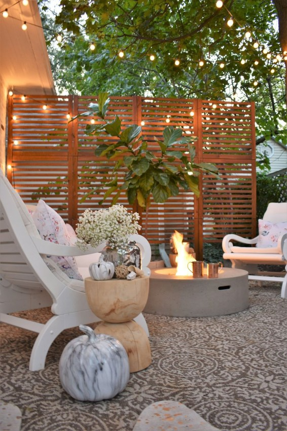 Incredible Autumn Decorating Ideas For Backyard 23
