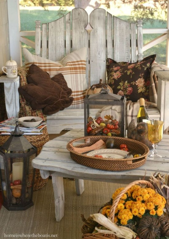 Incredible Autumn Decorating Ideas For Backyard 32