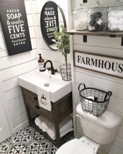Popular Farmhouse Small Bathroom Decorating Ideas 28