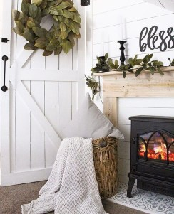 Popular Small Farmhouse Design Ideas To Style Up Your Home 13
