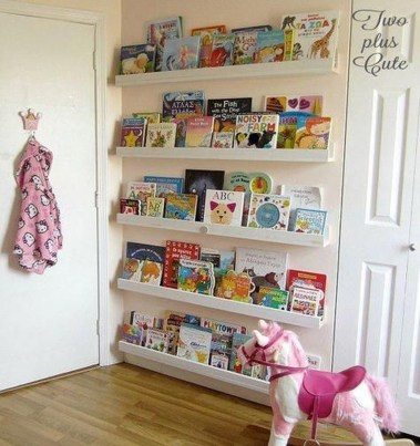 Cozy Bookcase Ideas For Kids Room 26