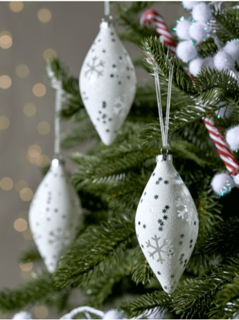 Best Home Decoration Ideas With Snowflakes And Baubles 13