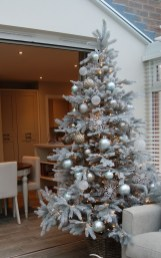 Best Home Decoration Ideas With Snowflakes And Baubles 21