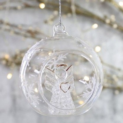 Best Home Decoration Ideas With Snowflakes And Baubles 34