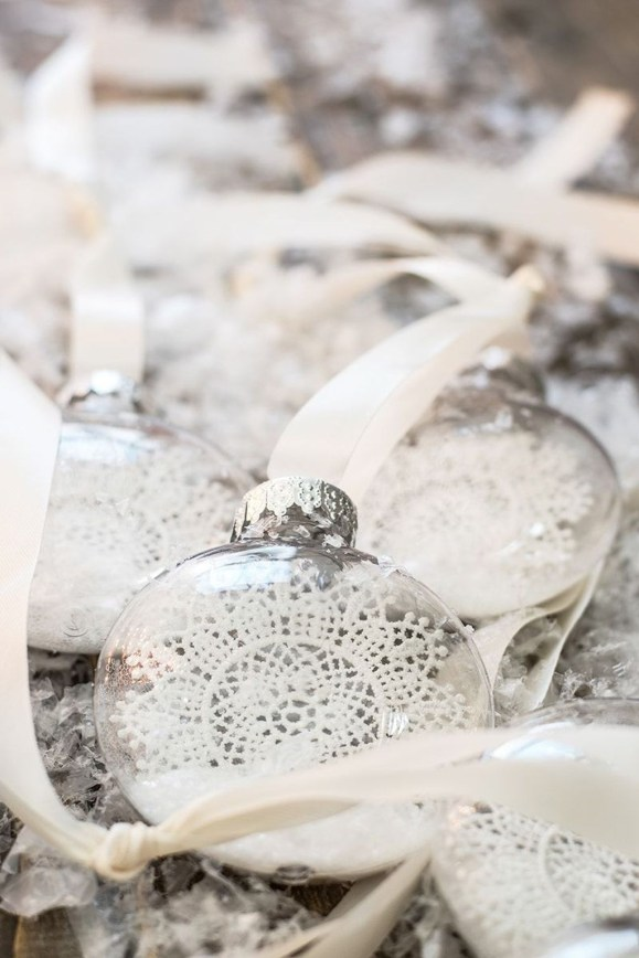 Best Home Decoration Ideas With Snowflakes And Baubles 38