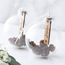 Best Home Decoration Ideas With Snowflakes And Baubles 40