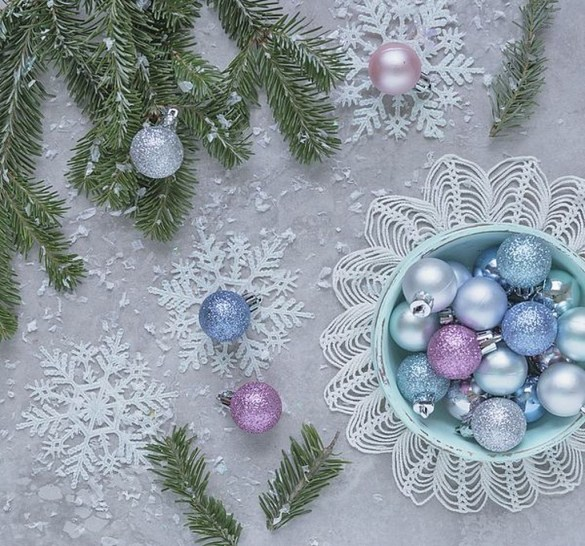 Best Home Decoration Ideas With Snowflakes And Baubles 52