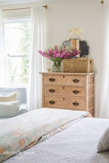 Stylish Spring Home Décor Ideas You Will Definitely Want To Save 47