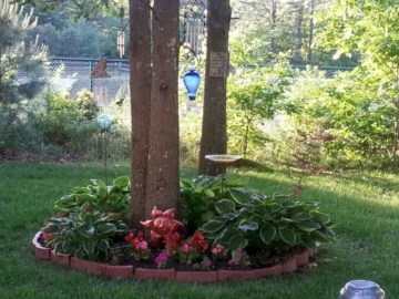 Adorable Flower Beds Ideas Around Trees To Beautify Your Yard 18