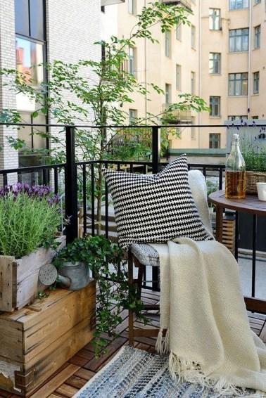 Casual Small Balcony Design Ideas For Spring This Season 15