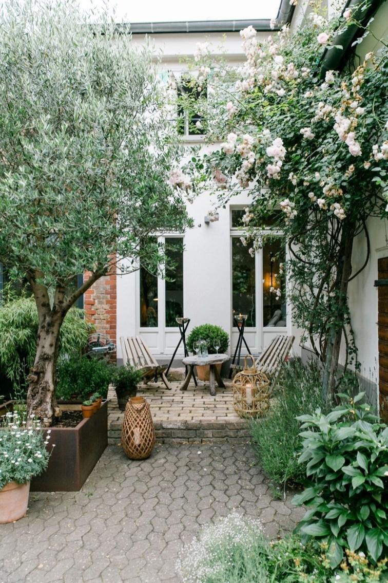 Elegant Backyard Patio Design Ideas For Your Garden 35