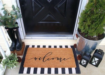 Adorable Front Door Christmas Decoration Ideas That Trend This Year 15