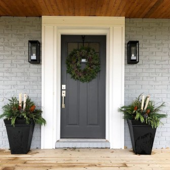 Adorable Front Door Christmas Decoration Ideas That Trend This Year 24