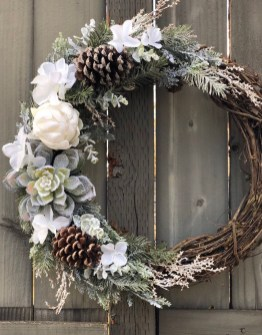 Adorable Front Door Christmas Decoration Ideas That Trend This Year 26