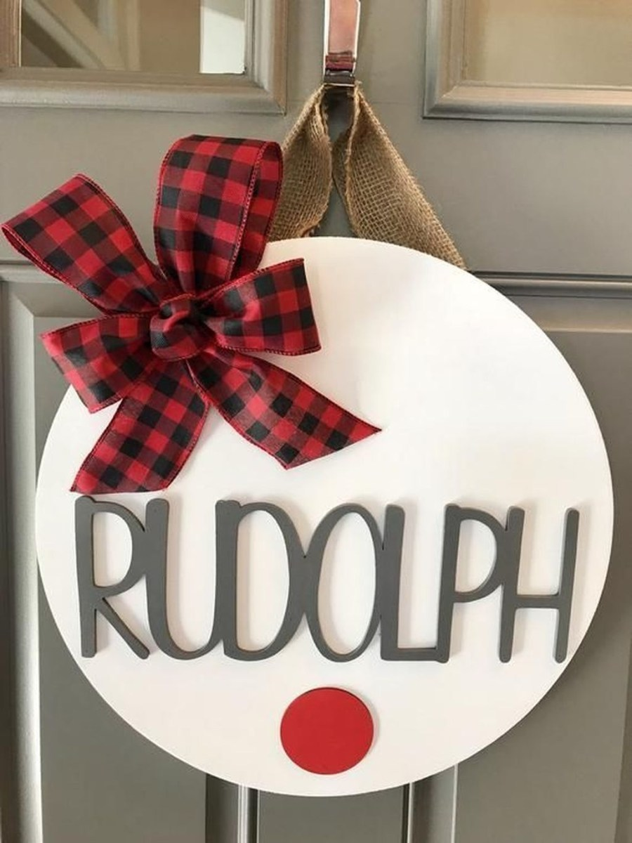 Adorable Front Door Christmas Decoration Ideas That Trend This Year 36