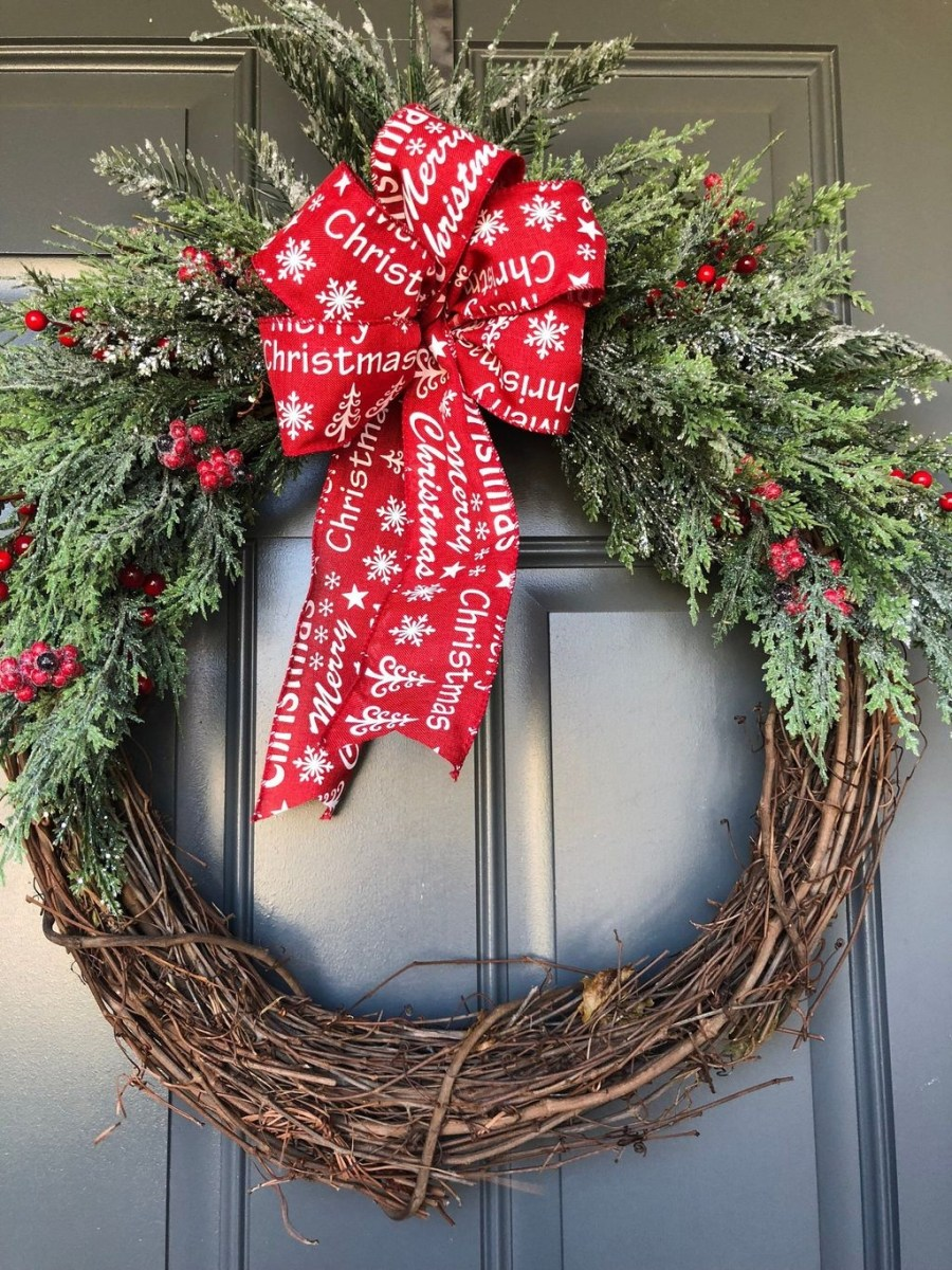 Adorable Front Door Christmas Decoration Ideas That Trend This Year 41