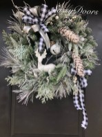Adorable Front Door Christmas Decoration Ideas That Trend This Year 44