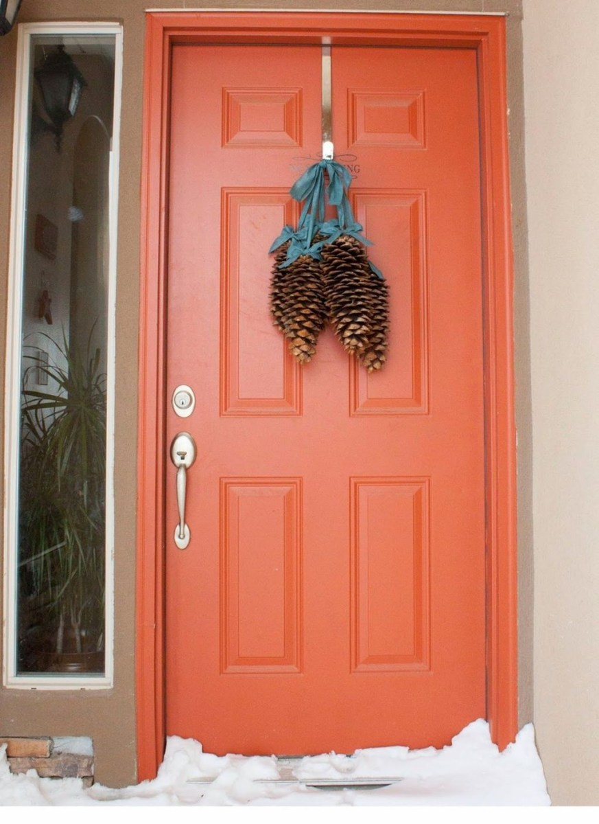 Adorable Front Door Christmas Decoration Ideas That Trend This Year 46